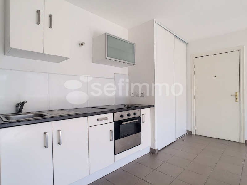 Location appartement Marseille 5ème 681€ CC - Photo 3