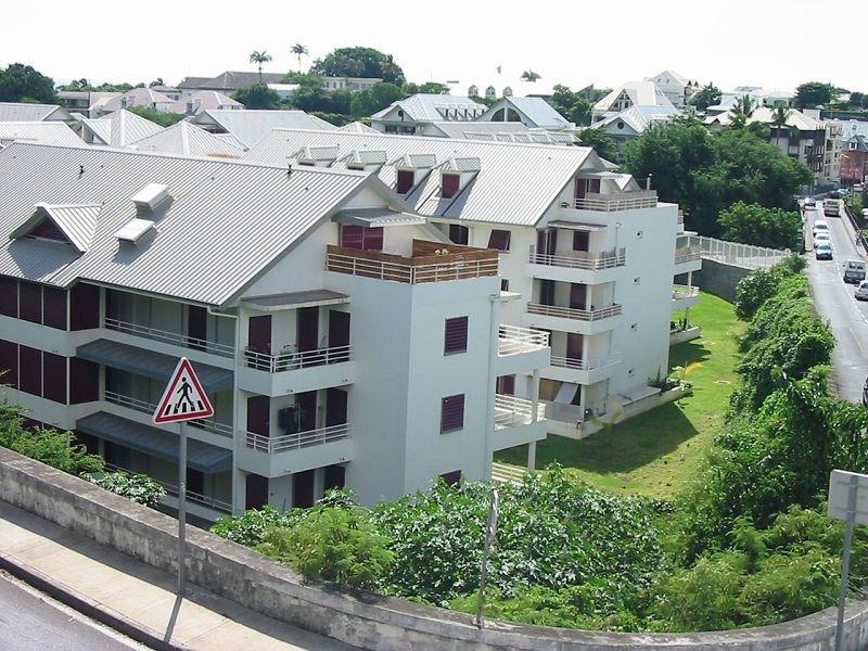 Location appartement St denis 300€ CC - Photo 1