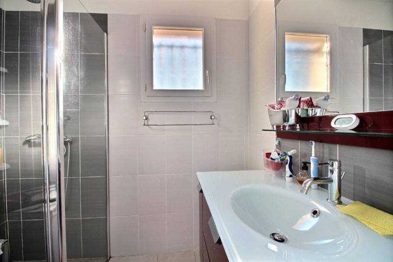 Vente maison / villa Montfrin 229900€ - Photo 4
