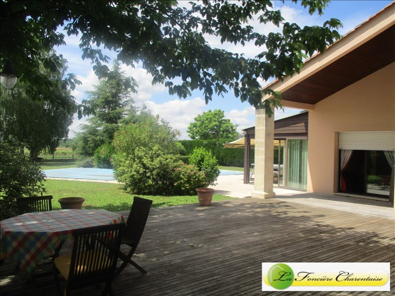 Sale house / villa Fléac 387 000€ - Picture 1