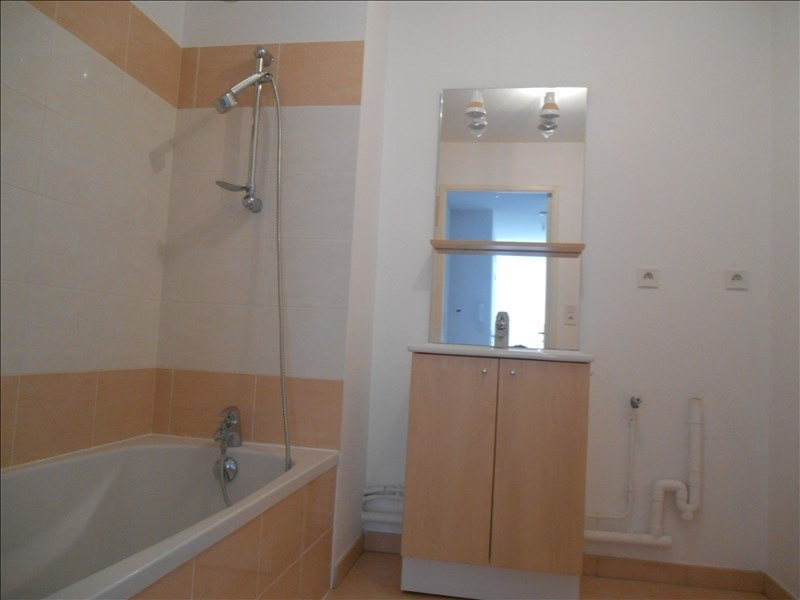 Rental apartment Sainte savine 620€ CC - Picture 8