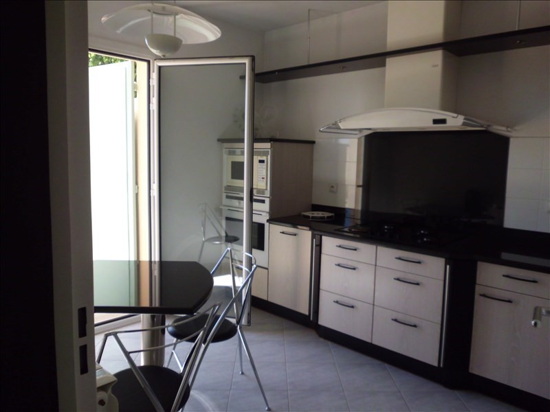 Sale apartment Nimes 288 900€ - Picture 2