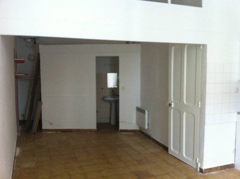 Rental apartment Avignon 330€ CC - Picture 1