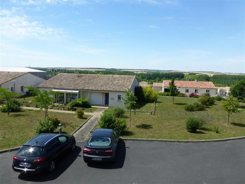 Sale apartment Saint-jean-d'angély 53750€ - Picture 4