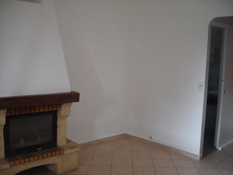 Rental apartment Hyeres 765€ CC - Picture 2