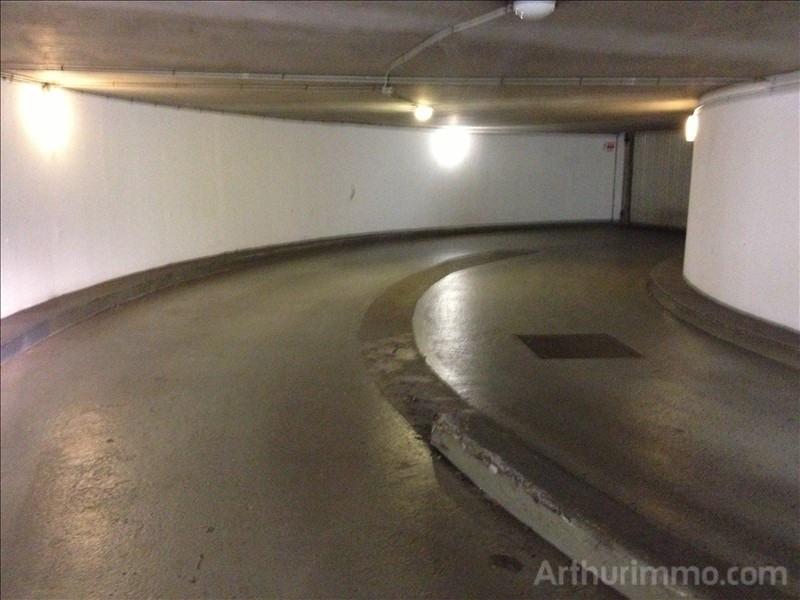 Rental parking spaces Asnieres sur seine 90€ CC - Picture 2