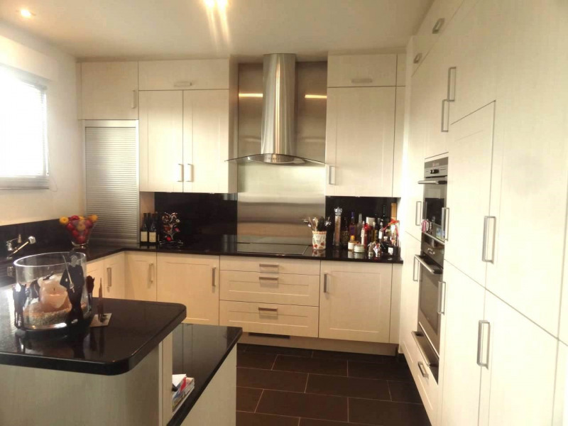 Deluxe sale apartment Gaillard 770000€ - Picture 3