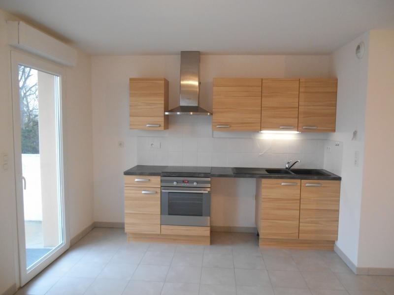 Rental apartment Sainte savine 640€ CC - Picture 2