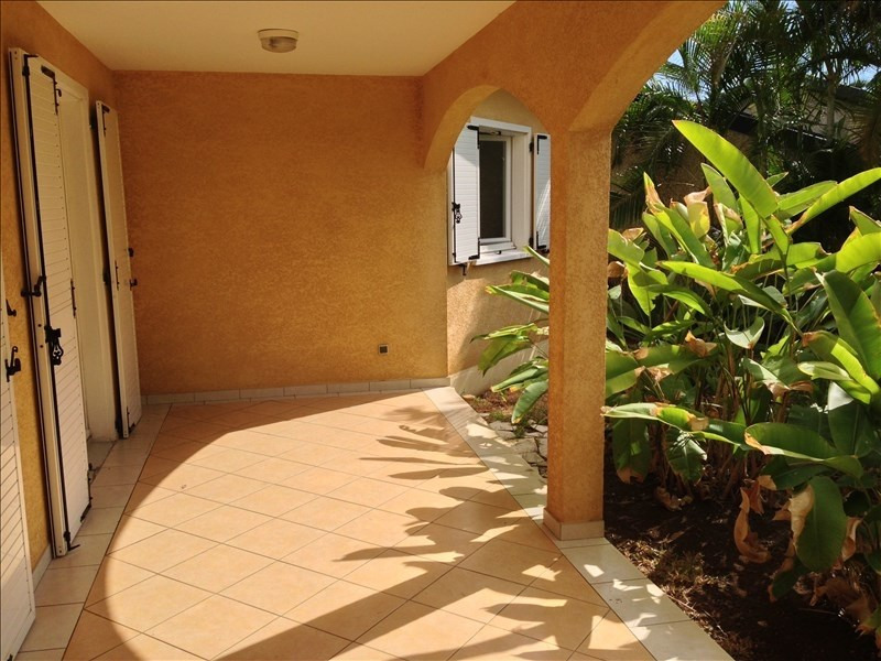 Location maison / villa La possession 1 238€ CC - Photo 3