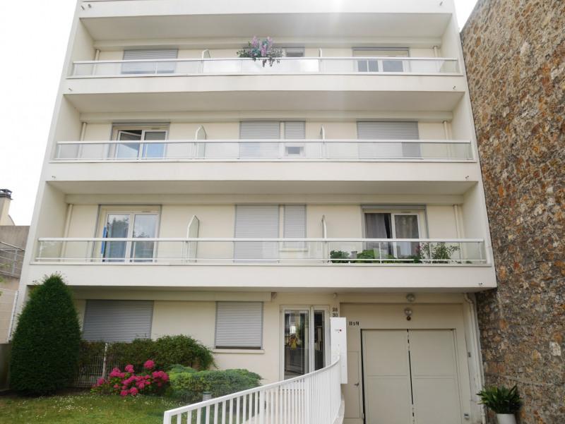 Rental apartment Suresnes 1045€ CC - Picture 1