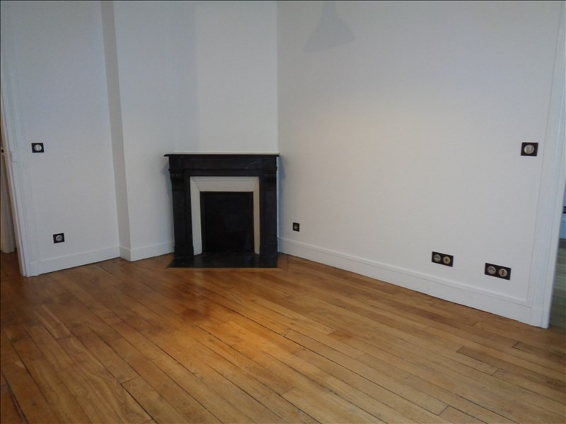 Rental apartment Courbevoie 1152€ CC - Picture 3