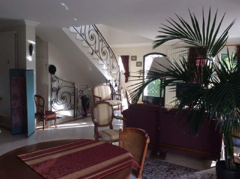 Deluxe sale house / villa Beauchamp 750000€ - Picture 2