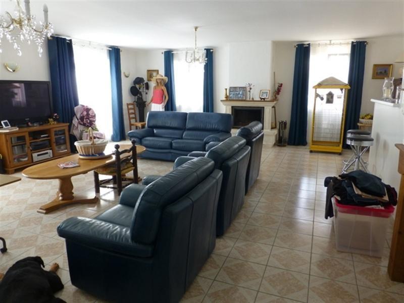 Sale house / villa Saint-jean-d'angély 172000€ - Picture 4