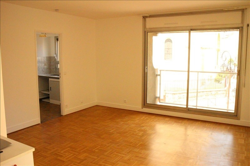 Rental apartment St cloud 821€ CC - Picture 2