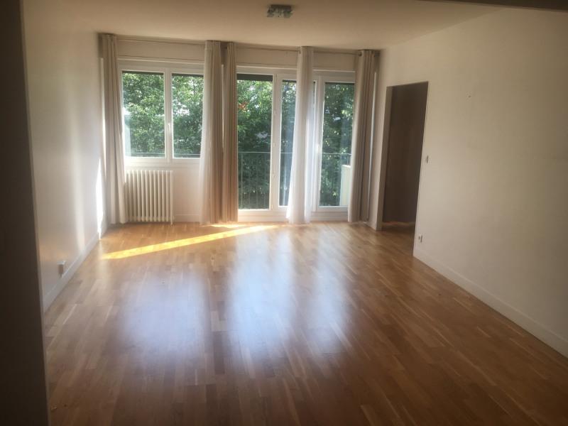 Rental apartment Paris 10ème 2280€ CC - Picture 1