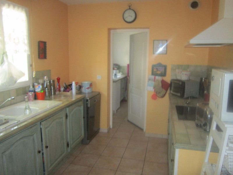 Location maison / villa Lambesc 1 170€ CC - Photo 3