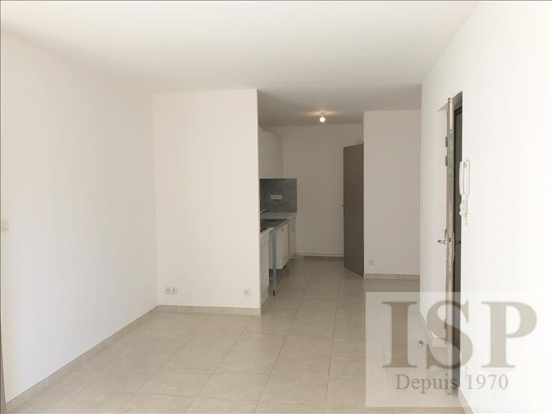 Rental apartment Les milles 868€ CC - Picture 2
