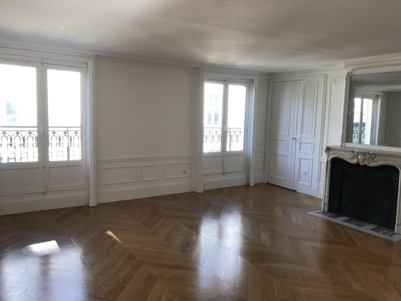 Location appartement Paris 8ème 5 450€ CC - Photo 2