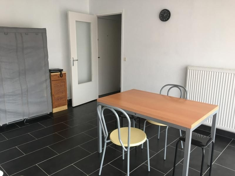 Location appartement Laval 377€ CC - Photo 3