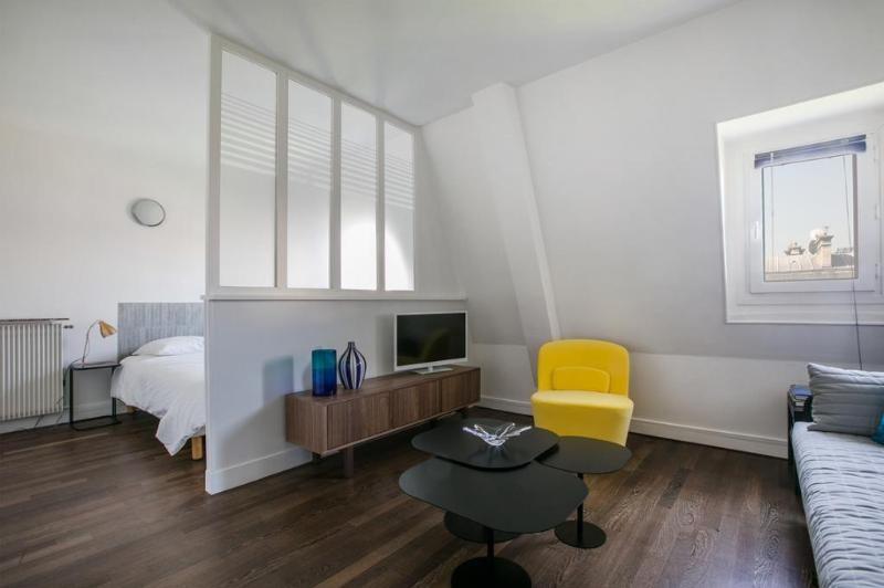Location appartement Paris 8ème 1470€ CC - Photo 2