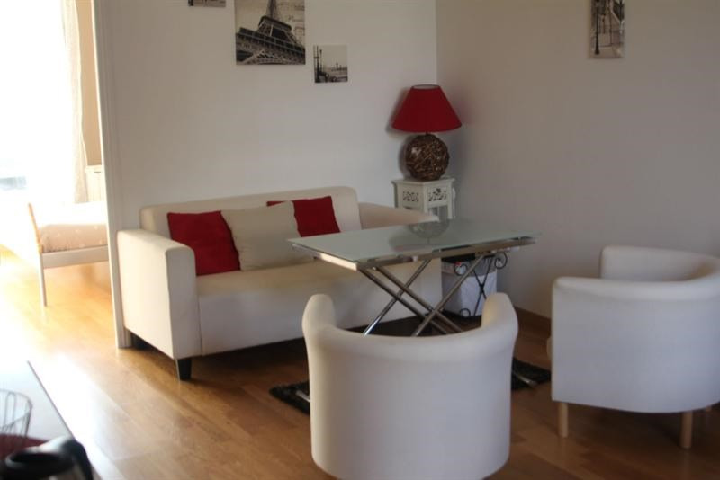 Rental apartment Fontainebleau 1 140€ CC - Picture 1