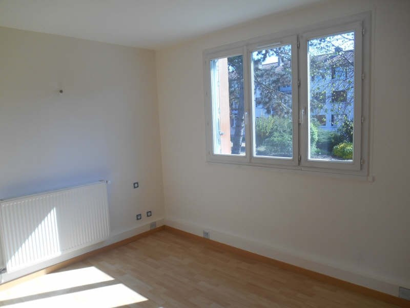 Rental apartment Verrieres le buisson 1 100€ CC - Picture 3