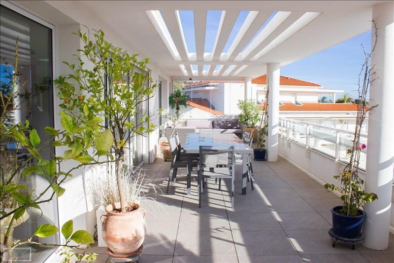 Deluxe sale apartment Carqueiranne 880000€ - Picture 2
