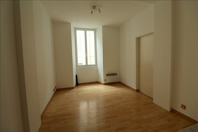 Rental apartment Voiron 365€ CC - Picture 1