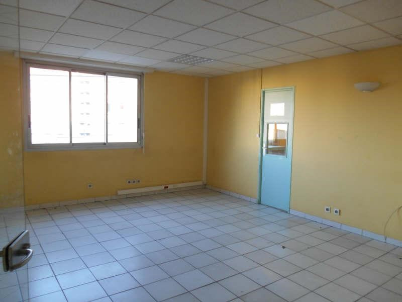 Location local commercial Carpentras 2 232€ HT/HC - Photo 2