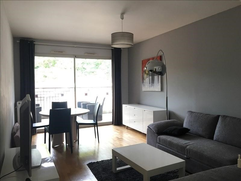 Sale apartment Charbonnieres les bains 272000€ - Picture 1
