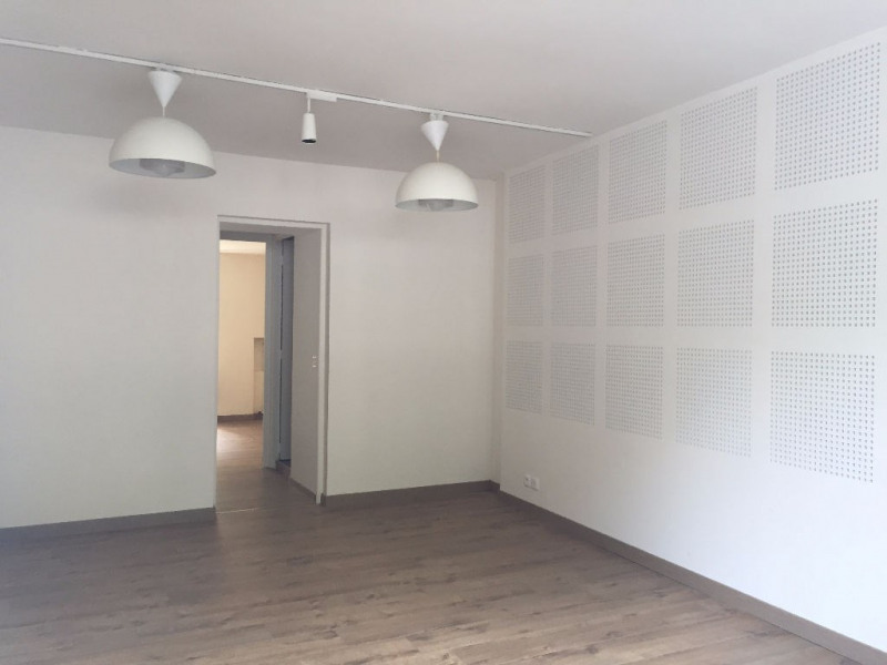 Rental empty room/storage Versailles 975€ CC - Picture 2