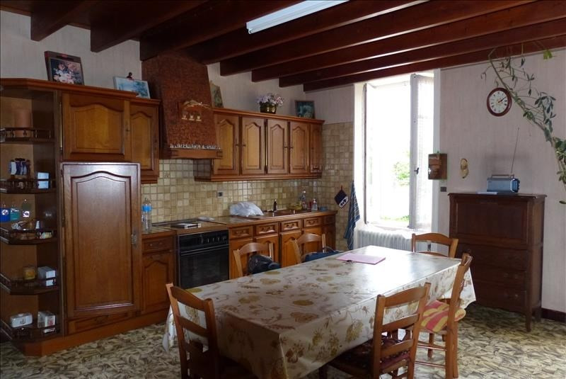 Sale house / villa St jean d angely 158250€ - Picture 2