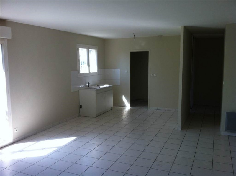 Rental apartment Saint-andre-de-cubzac 594€ CC - Picture 1