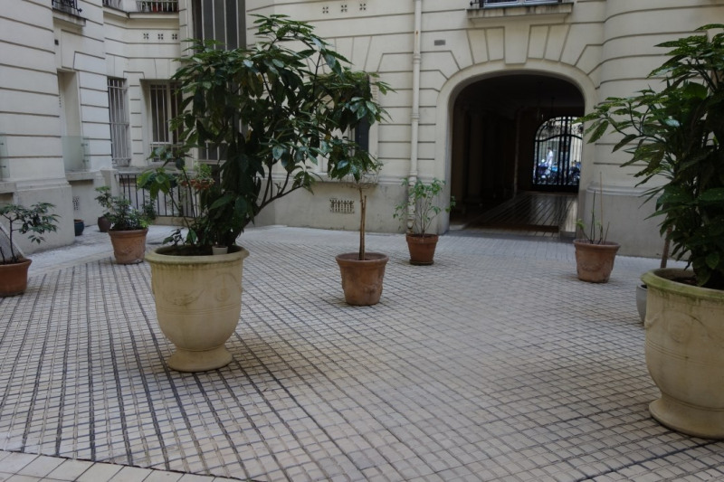 Location appartement Paris 17ème 3 020€ CC - Photo 3