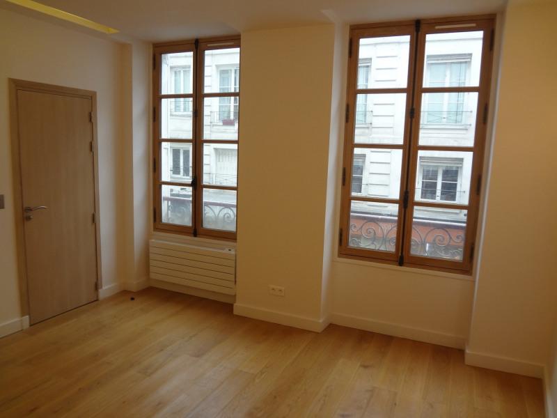 Sale apartment Paris 7ème 520000€ - Picture 1