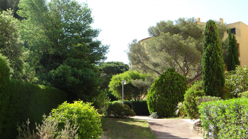 Location vacances appartement Cavalaire 500€ - Photo 1