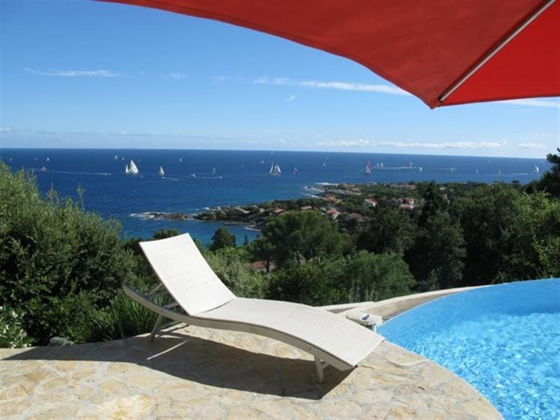 Vacation rental house / villa Les issambres 1 910€ - Picture 11