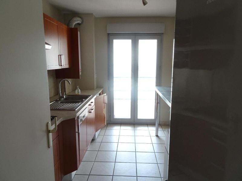 Location appartement Villefranche sur saone 850€ CC - Photo 3
