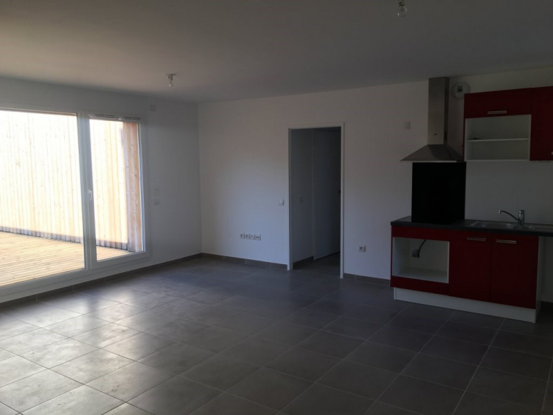 Location appartement Gieres 820€ CC - Photo 2