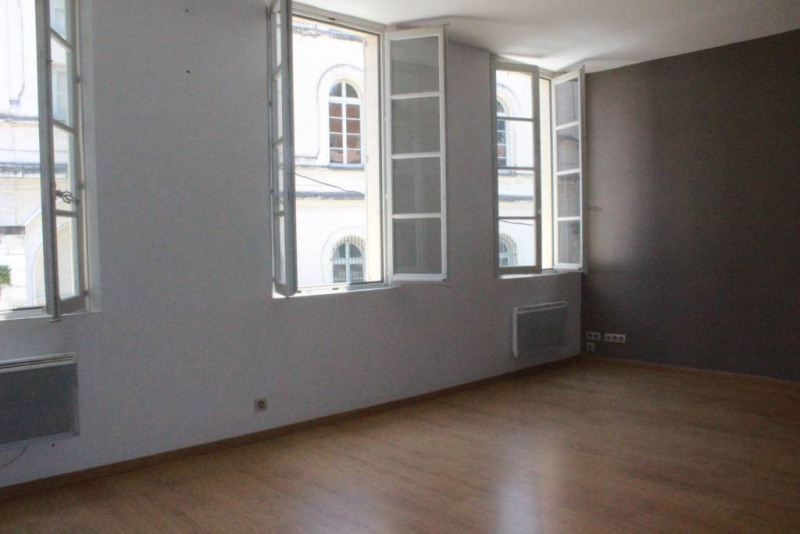 Location appartement Avignon 1 000€ CC - Photo 2