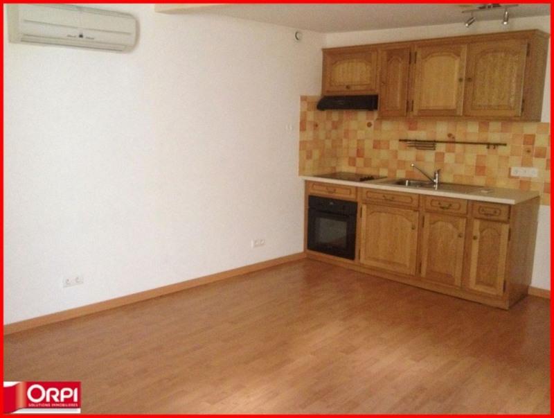 Rental studio valensole france 30 m2 310 for 30 m2 salon dekorasyonu