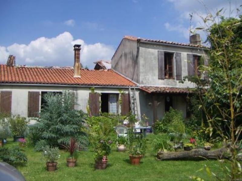 Sale house / villa Matha 116500€ - Picture 1