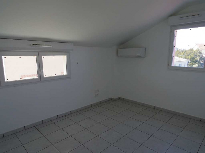 Location maison / villa Montastruc la conseillere 906€ CC - Photo 5