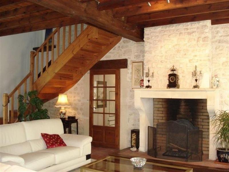 Sale house / villa Saint-jean-d'angély 299000€ - Picture 4