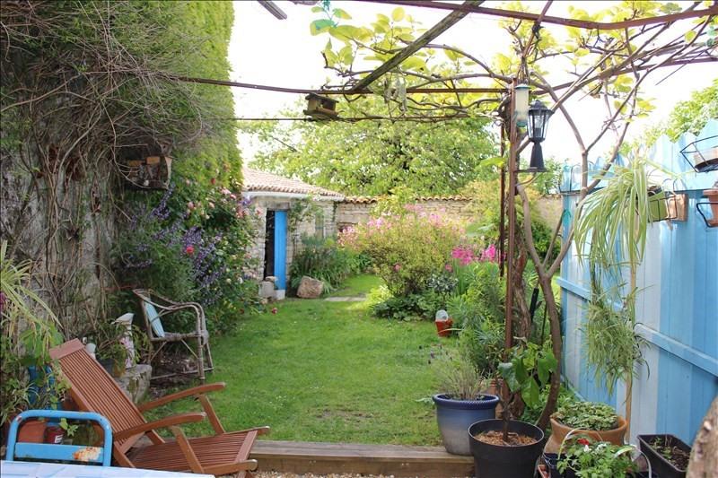Sale house / villa Thaire 305370€ - Picture 2