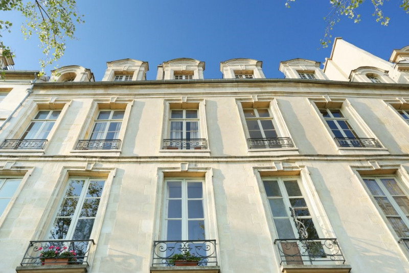 Aрендa квартирa Paris 4ème 8300€ CC - Фото 12