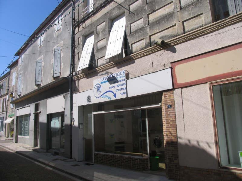 Sale building Montbron 91900€ - Picture 1