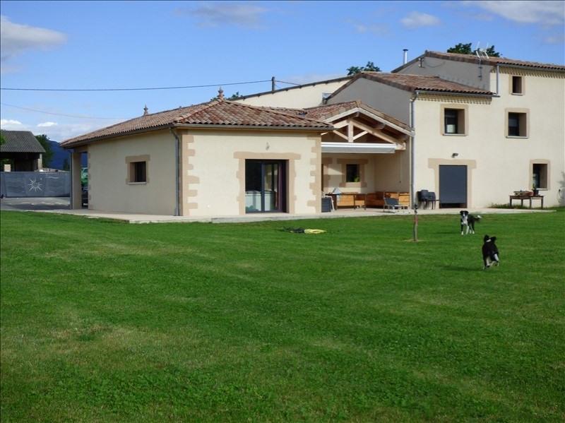Deluxe sale house / villa Malissard 750000€ - Picture 1