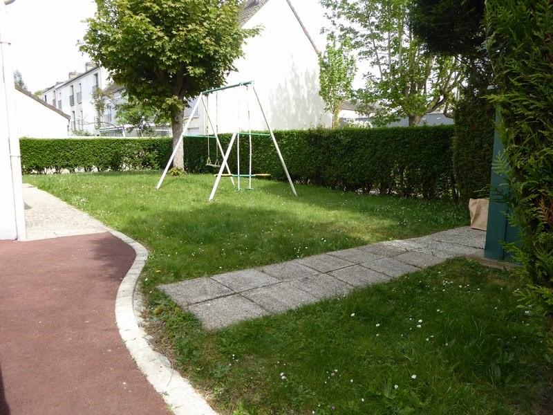 Sale house / villa Maurepas 366000€ - Picture 8