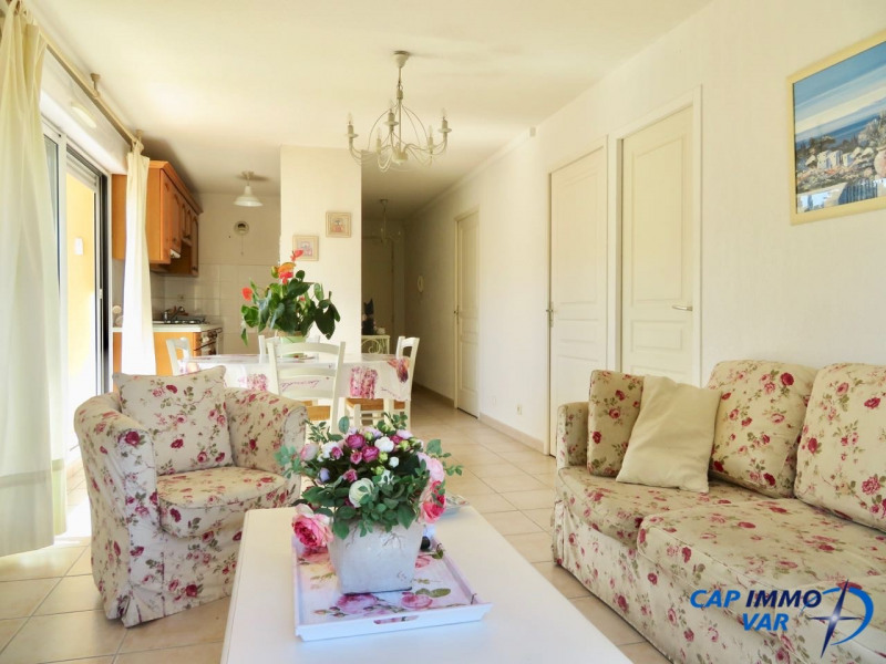 Sale apartment Le beausset 251 000€ - Picture 3